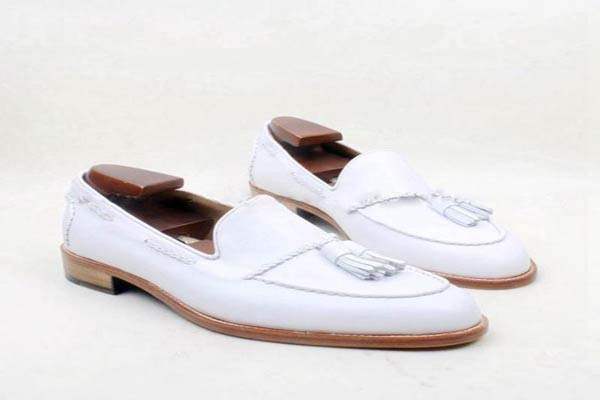Medical white leather shoes