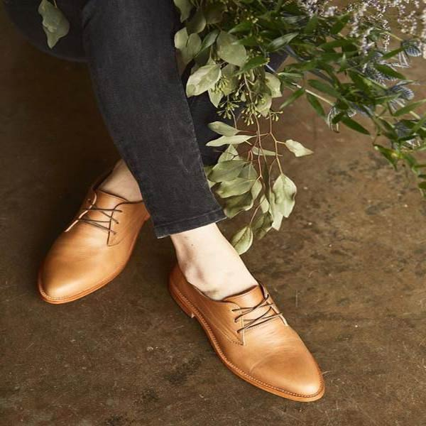 Leather shoes with laces